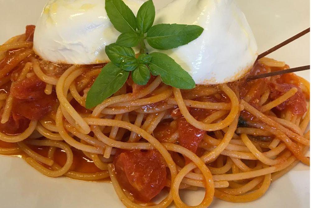Spaghetti alla campana con la mozzarella di bufala