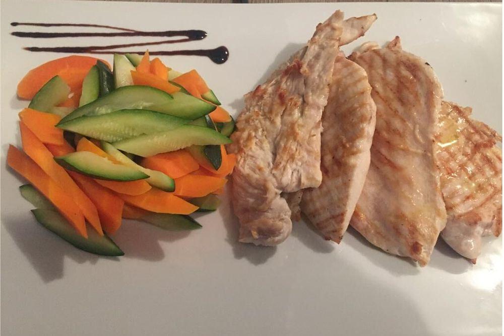 Petto di pollo alla griglia con contorno a scelta