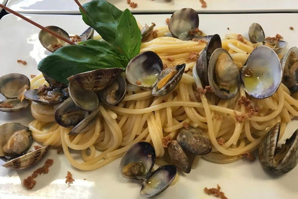 Spaghettone alle vongole veraci con bottarga di muggine