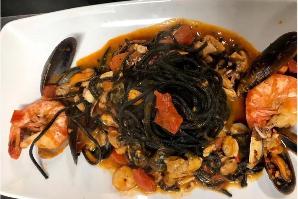 Tagliolino al nero di seppia profumato di mare