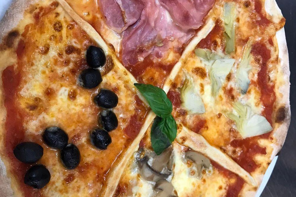 4 Stagioni (pomodoro, mozzarella, olive, prosciutto, carciofi, funghi)