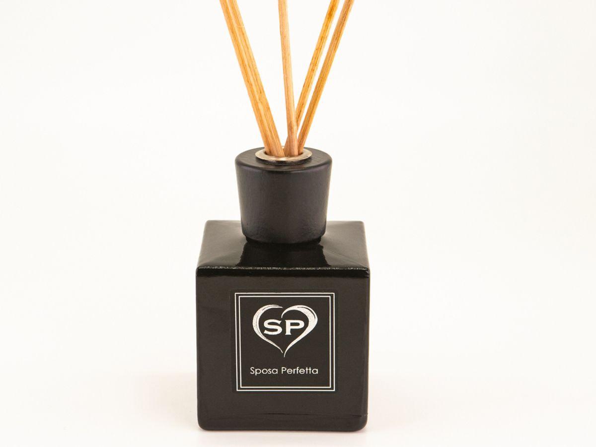 Profumo per ambienti nero con bastoncini di legno 250 ml