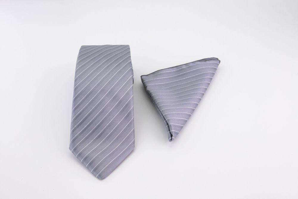 Cravatta Grigia gessato e fazzoletto da taschino