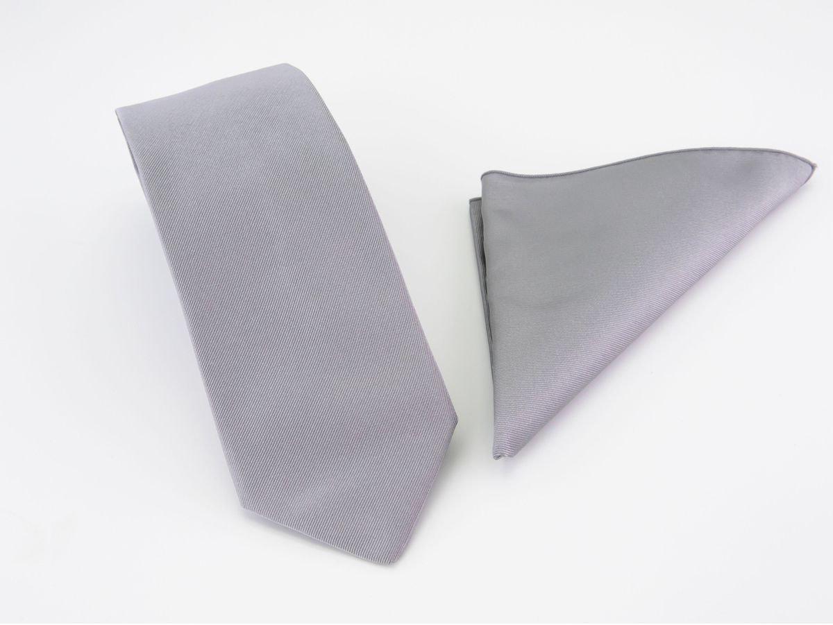 Cravatta grigia con fazzoletto da taschino