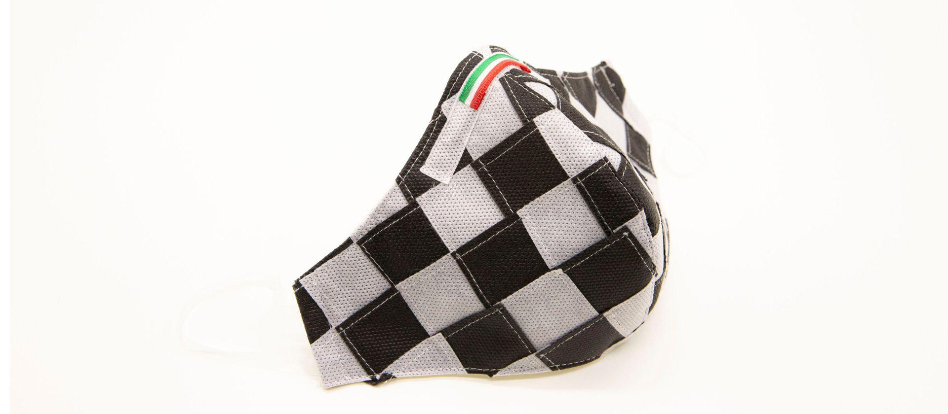 Mascherina Protettiva Fashion Lavabile a scacchi bianco e nero XL E