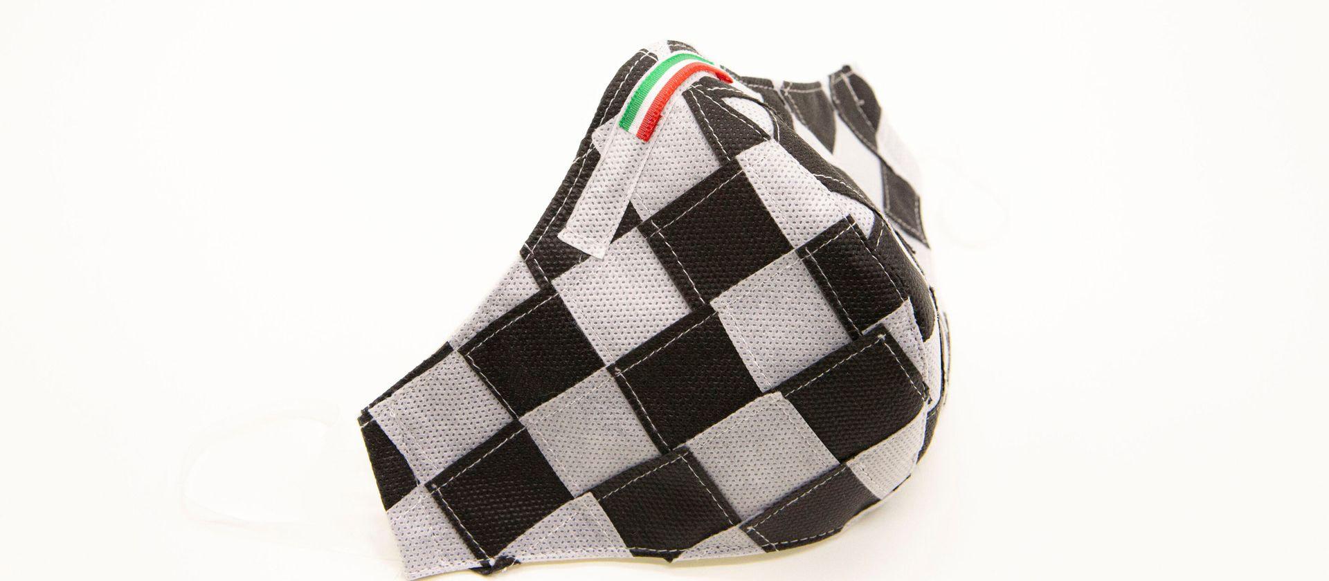 Mascherina Protettiva Fashion Lavabile a scacchi bianco e nero XL