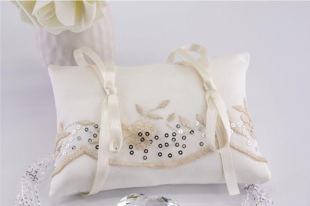 Cuscino portafedi in cady color seta