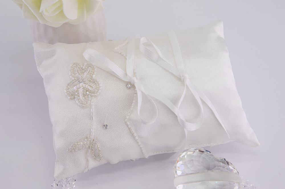 Cuscino portafedi di raso bianco candido