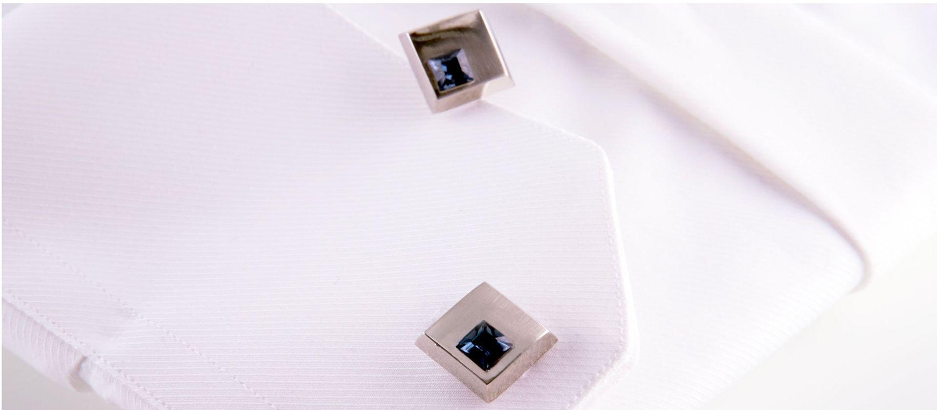 gemelli quadrati con brillantino blu e spilla