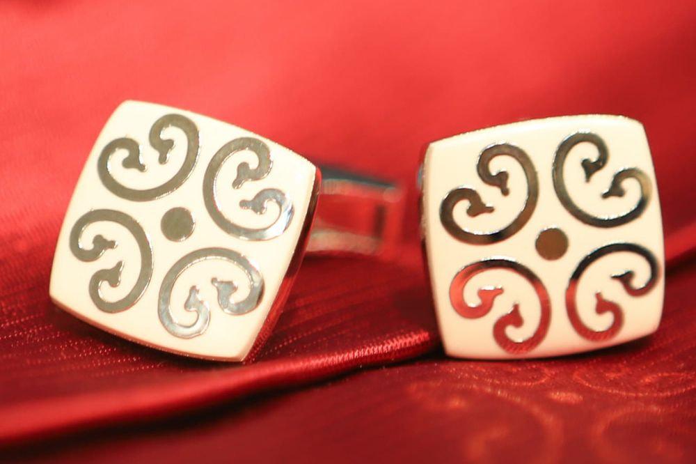 gemelli quadrati bianchi con decoro