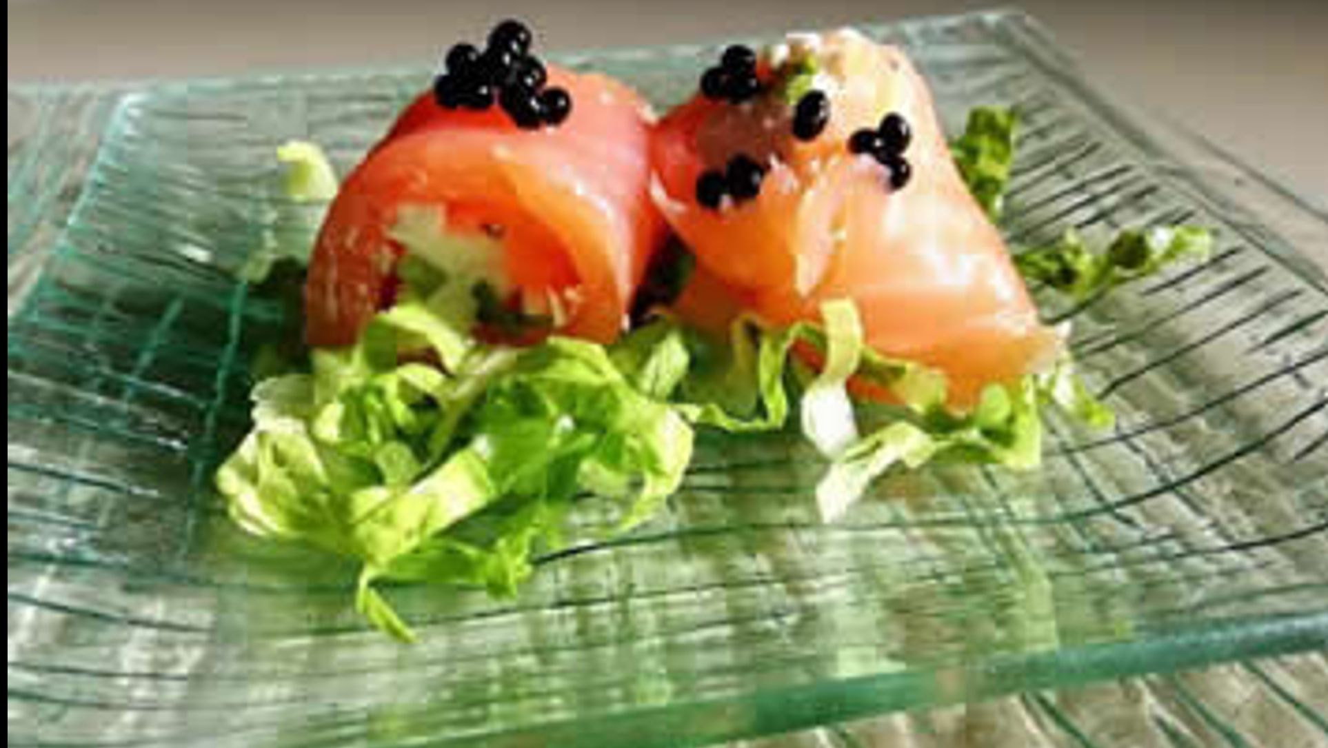 Salmon rolls with truffle pearls