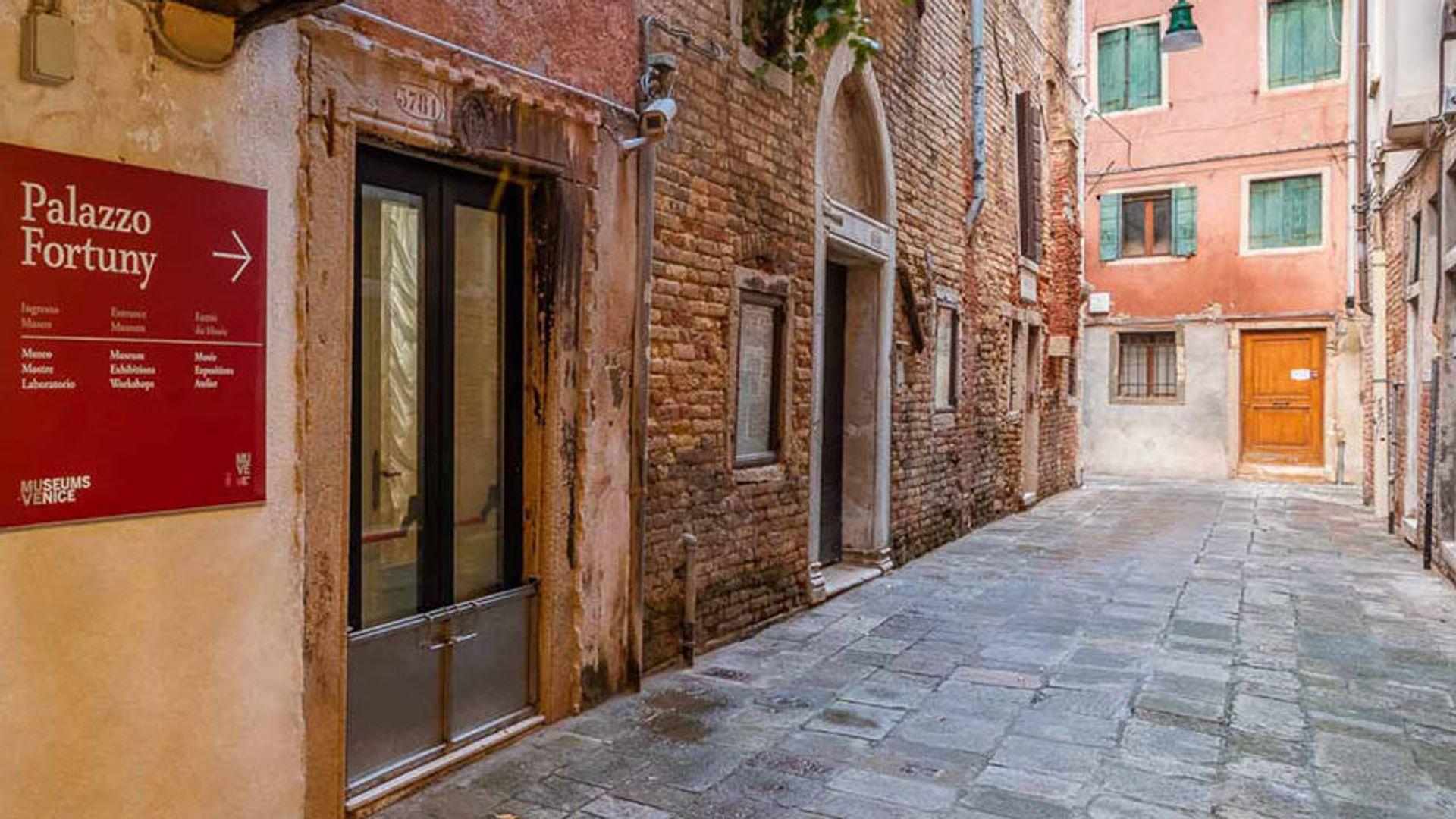 En el corazón de Venecia, un hotel confortable donde te puedes quedar también con tus amigos de cuatro patas. El hotel cuenta con lindas habitaciones y ofrece un rico buffet de desayuno.