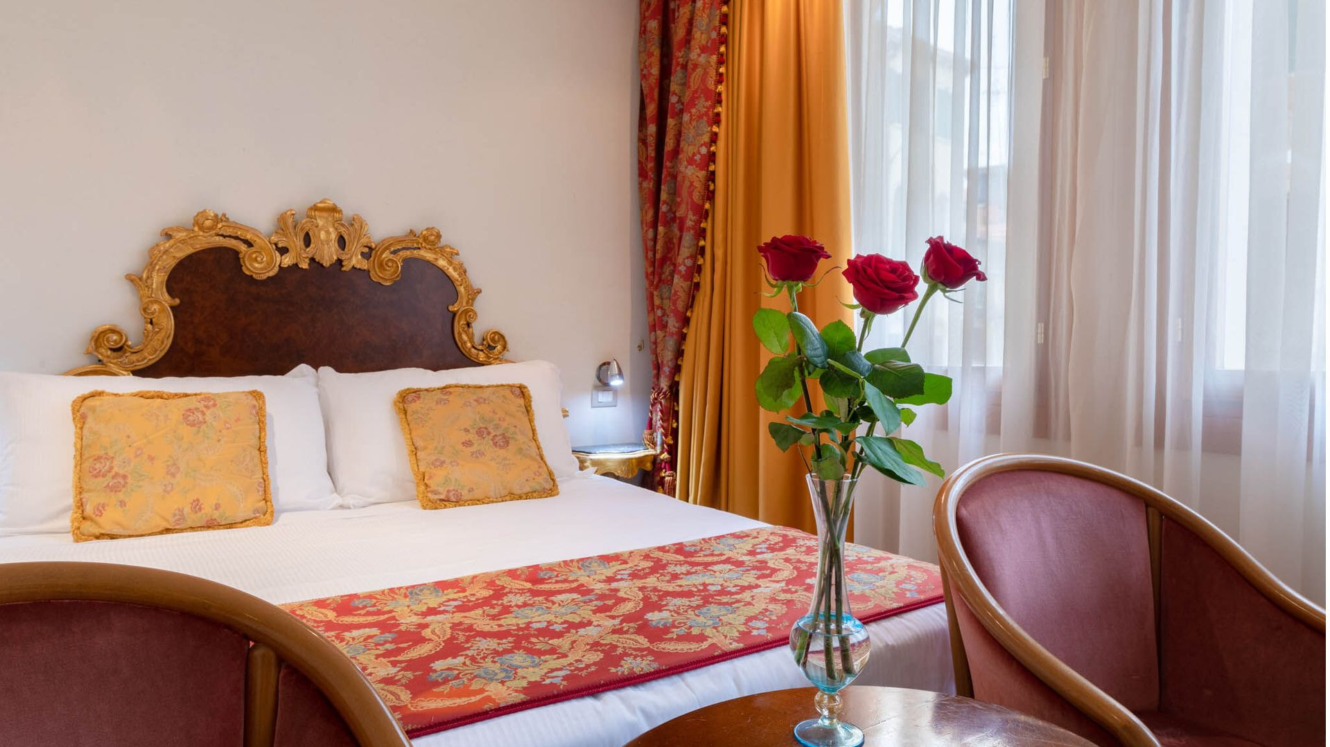 Vive el ambiente veneciano en un hotel elegante a unos pasos de la Plaza de San Marco y de la parada del autobús acuático (vaporetto). El edifício tiene ascensor y tus amigos de cuatro patas son bienvenidos.