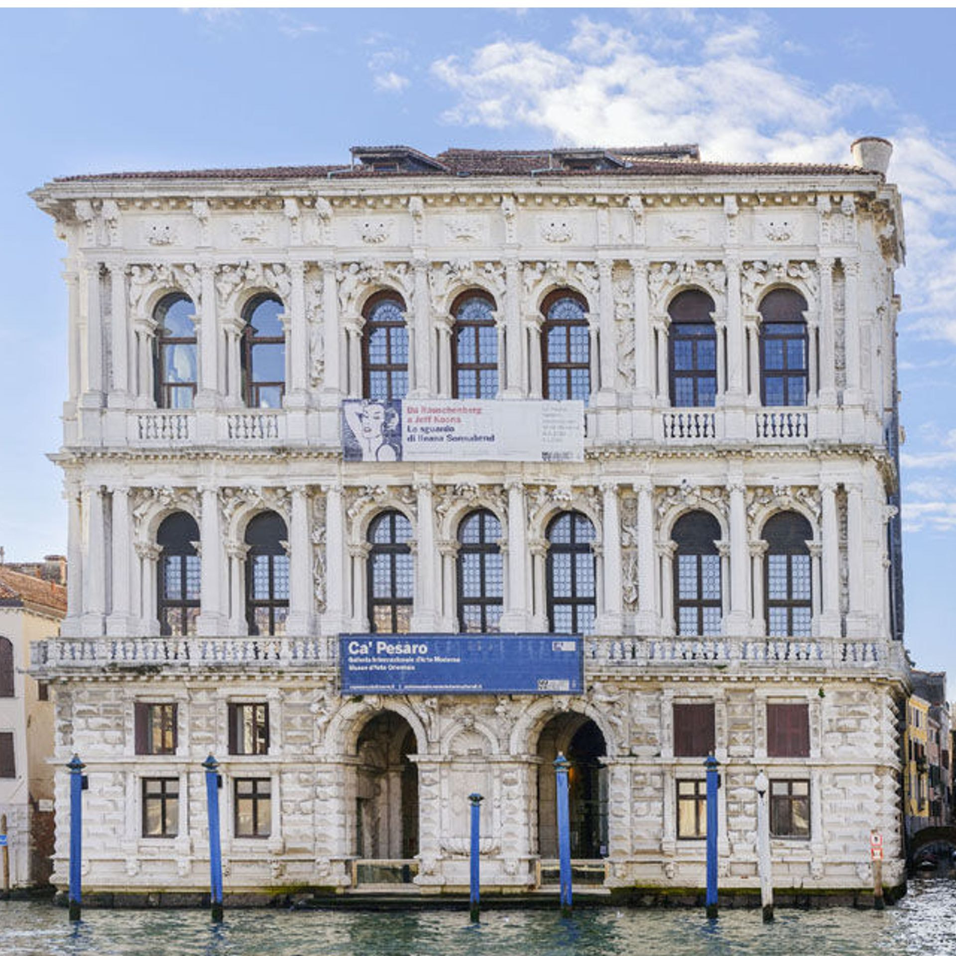 Discover the charm of Venice walking through the city, enjoying exclusive gondola tours or visiting the picturesque islands Murano and Burano.
