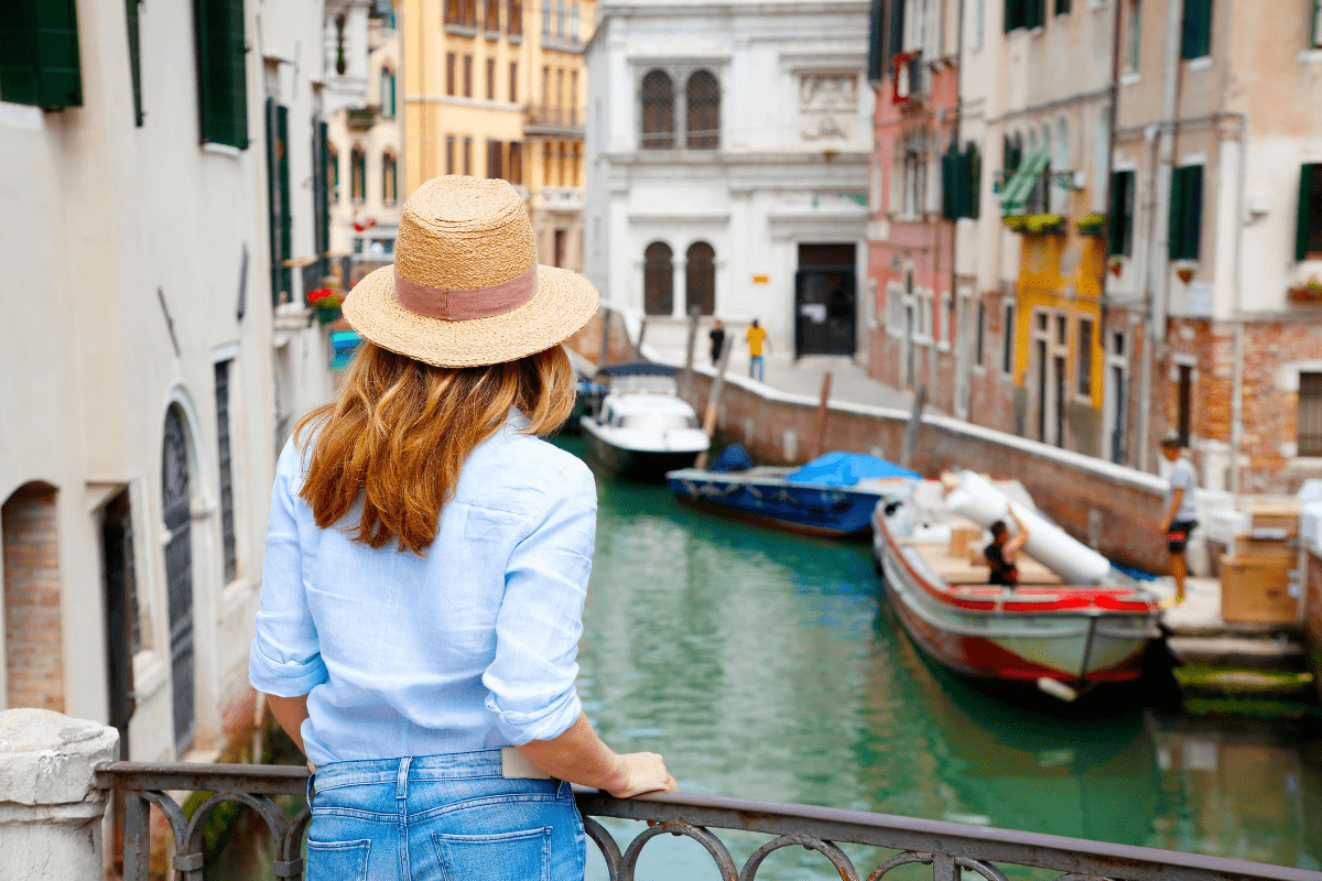 if you are looking for special offers for your stay in Venice, book on our web site!    What's better than a hotel in the city centre to live the atmosphere of the ancient Republic of Venice?