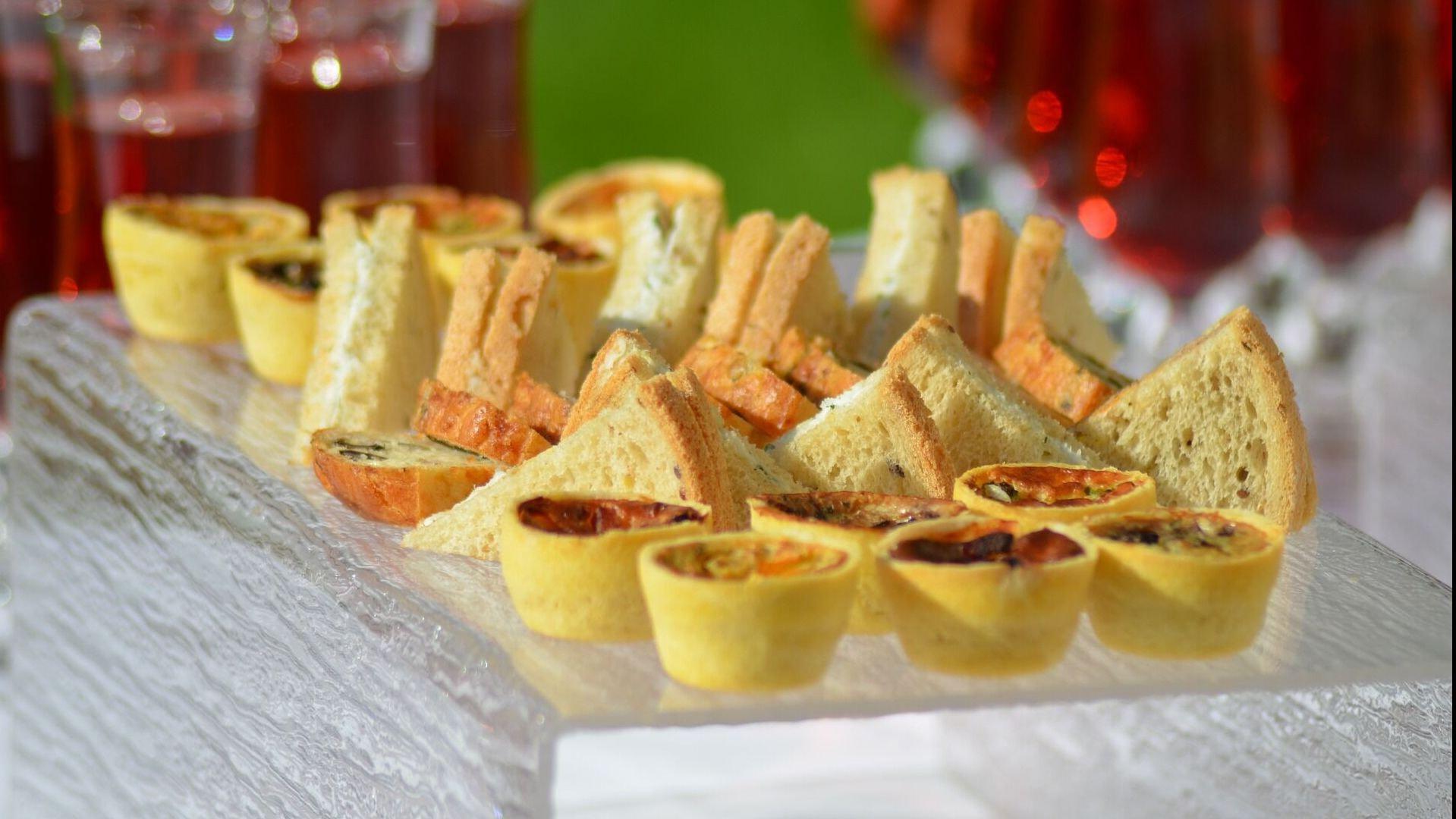 La Favorita bar ristorante a Lugano: prenota ora una colazione dolce con brioche o torta, un pranzo leggero e sfizioso o un aperitivo per la sera.