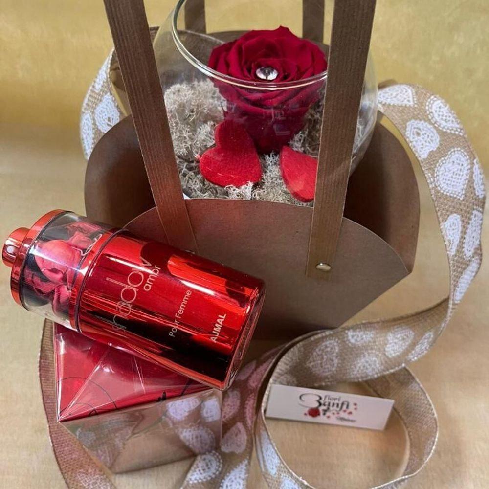 Una rosa rossa con profumo Shadow Amor