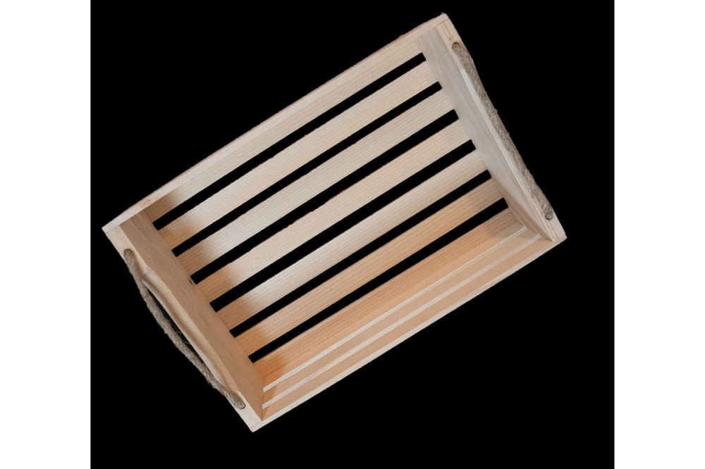 Lesena gajbica z vrvico