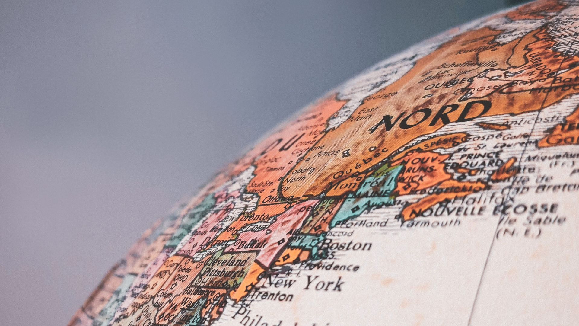 How to handle multi-language web content while globalizing your business